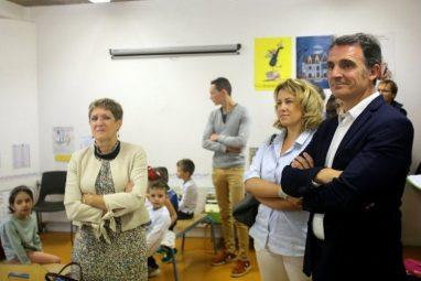 probables-futurs-adversaires-aux-elections-municipales-2020-eric-piolle-maire-de-grenbole-et-emilie-chalas-deputee-ont-ecoute-les-premieres-consignes-dispensees-aux-eleve
